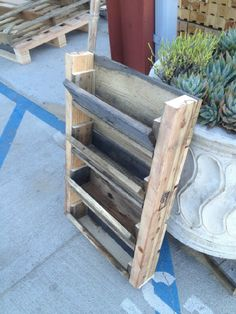 New and used Wooden Pallets, Skids, Boxes and Crates
