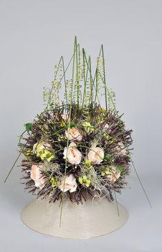 Smithers Oasis Bemutató - Franky Bollingh Arte Floral, Oasis, Flower Arrangements, Floral Design, Cool Designs, Designers, Neon, Table Decorations, Contemporary