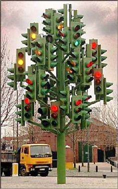 Christmas Humor: Weird funny Christmas tree causes some confusion at this intersection? Pop Art, Funny Road Signs, Art Public, Street Art, Cool Pictures, Funny Pictures, Urbane Kunst, Traffic Light, No Photoshop
