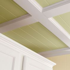 Add beadboard to my coffered ceiling in kitchen! Super AWESOME tutorial on how to do a coffered ceiling with beadboard and simple trim lumber. Trailer Casa, Do It Yourself Upcycling, Grand Designs Australia, Deco Champetre, Ceiling Texture, Textured Ceiling, Ceiling Trim, Porch Ceiling, Ceiling Detail