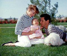 Певец Эдди Фишер и актриса Дэби Рейнольдс с маленькой Кэрри. Фото: GLOBAL LOOK PRESS