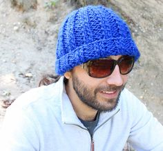 Free knitting pattern for a mens ribbed beanie hat.