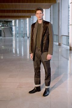 4. Long jacket in lambswwool knit tweed / Multi-pocket vest in calf leather / Shetland in pure new wool / Five-pocket pants in cotton denim / Ankle boots in calf leather