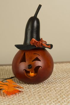 Klarissa – Miniature Klarissa is our little witch. She is approximately in diameter. She is orange in color and has a gourd hat and can be lit by purchasing a battery operated tea light. Halloween Gourds, Halloween Ornaments, Halloween Items, Halloween Crafts, Halloween Decorations, Fall Decorations, Thanksgiving Decorations, Holiday Ornaments, Autumn Crafts