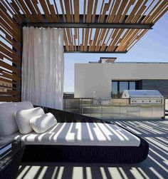 deko ideen balkon terrasse bedeckt sichtschutz balkon pinterest sichtschutz deko ideen. Black Bedroom Furniture Sets. Home Design Ideas