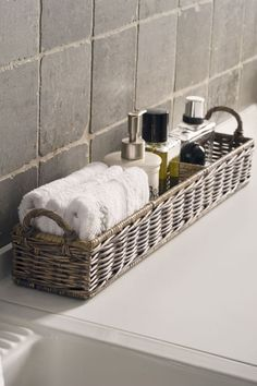 "to ""Hotel-ify"" Your Guest Bath by The Everyday Home – diy bathroom decor Ideas Para Organizar, Bathroom Spa, Bathroom Ideas, Bathroom Designs, Budget Bathroom, Bathroom Stuff, Bathroom Modern, Bathroom Vanities, Bathroom Hacks"