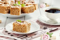 cynamonowiec ze śliwkami Krispie Treats, Rice Krispies, Vanilla Cake, Desserts, Food, Tailgate Desserts, Deserts, Meals, Rice Krispie Treats