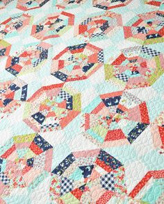 My Daydream quilt in Vintage Picnic. I sure like this one! #vintagepicnicfabric