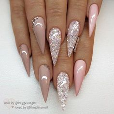 55 Stylish Glitter Stiletto Nail Designs The stiletto nail shape is one of the most extreme nail shapes. But the stiletto nails have become more and m Cute Acrylic Nails, Acrylic Nail Designs, Glitter Nails, Cute Nails, Pretty Nails, Nail Art Designs, Pink Glitter, Smart Nails, Gold Nails