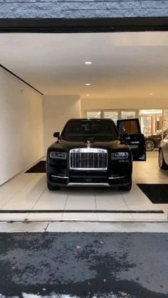 Luxury Sports Cars, Luxury Cars For Sale, Luxury Suv, Sport Cars, Rolls Royce Suv, Rolls Royce Sports Car, Rolls Royce Black, Alpha Romeo, Rolls Royce Cullinan