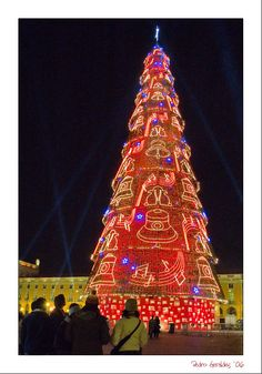Christmas Tree in Lisbon @ Baixa district (downtown)       ~ WOW, looks almost like it's made of gingerbread!