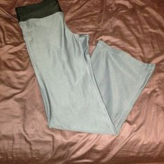 Gap body sweatpants Size medium, hardly used! Super comfy straight leg sweatpants, super stretchy! Just too big for me :( GAP Pants