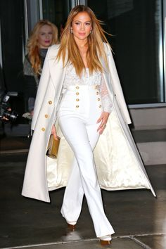 Emulate Jennifer Lopez's chic look with tips from today's style secret.