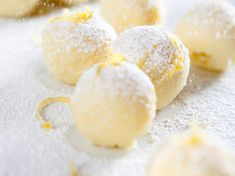 Discover our easy and fast recipe of White Chocolate Truffles and Lemon Zest on Cuisine Actuelle! Almond Meal Cookies, Ginger Bread Cookies Recipe, White Chocolate Truffles, Super Cookies, Healthy Cookie Recipes, Cake Mix Recipes, Gluten Free Baking, Dough Recipe, Food And Drink