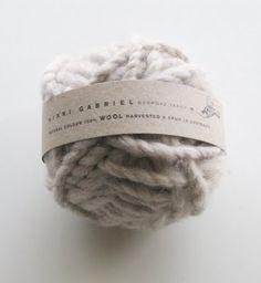 """Minimal Knit"" by http://www.leuchtend-grau.de/"