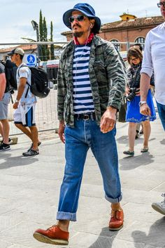 Discover the details that make the difference of the best streetstyle unique people with a lot of style Old Man Fashion, Camo Fashion, Military Fashion, Mens Fashion, Fashion Outfits, Style Fashion, Red Wing Boots, Camouflage Jacket, Field Jacket