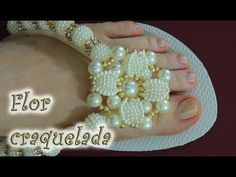 Chinelo decorado: flor de pérola craquelada - YouTube