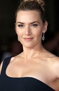 Beauty Breakdown - Kate Winslet Universally Chic Red Carpet Look - Yesterday I had the pleasure of making up one of my favourite clients, Kate Winslet, for the UK premiere of her hotly anticipated new filmSteve Jobs. Kate was planning to wear a stunning one shoulder Alexander McQueen go...