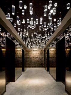Hot les luminaires au plafond...