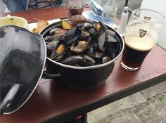 [I Ate] Bucket Of Fresh Caught Mussels With A Guinness From Clare Ireland