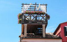 Romantische #Dachterrasse in #Burano, #Venedig © Petra Gschwendtner Petra, Fair Grounds, Building, Travel, Rooftop Terrace, Venice Italy, Explore, Island, World