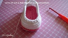 Instructions shoe 1 Instructions Schühchen 1 - Nice that you are there ღ. Crochet Stitches Free, Crochet Motifs, Crochet Amigurumi, Diy Crochet, Bandeau Crochet, Baby Converse, Crochet Baby Shoes, Baby Booties, Trendy Outfits