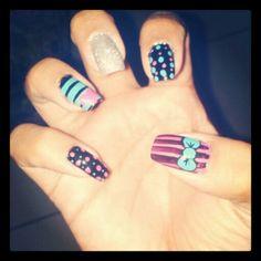 Diseño de uñas corazon y lazo #uñas #nails #disñodeuñas #COSTARICA #lazo #corazones