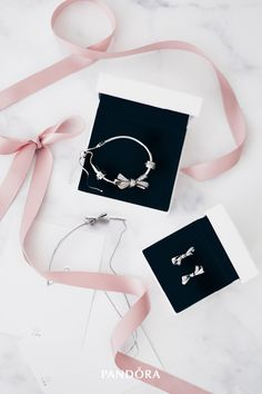 Make your mum or a special lady in your life feel special with this gorgeous oversized bow jewellery set in sterling silver. Ribbons of elegance are knotted together and tied into a bow for all eternity, just like your relationship.