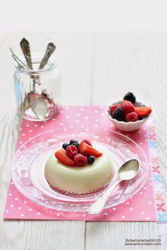 La tana del coniglio: Flan al cioccolato bianco con frutti di bosco (senza uova)
