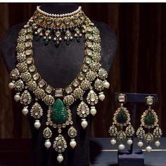 Buy Jewellery Online in India Indian Jewelry Earrings, Indian Jewelry Sets, Indian Wedding Jewelry, Bridal Jewelry Sets, Gold Jewellery, Bridal Jewellery, Branded Jewellery, Royal Jewelry, India Jewelry