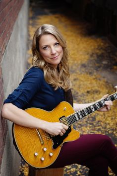 Susan Tedeschi, great guitarist, singer, wife of Derek Trucks. Susan Tedeschi, Guitar Girl, Music Guitar, Guitar Chords, Female Guitarist, Female Singers, Tedeschi Trucks Band, Bass, Women Of Rock