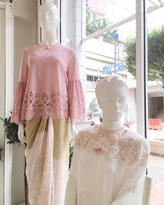Kebaya Modern Dress, Kebaya Dress, Blouse Dress, Dress Skirt, Batik Fashion, Hijab Fashion, Model Kebaya, Batik Pattern, Blouse Designs