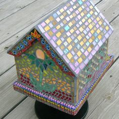 Garden Mosaic Bird House [L] Mosaic Garden Art, Mosaic Diy, Mosaic Crafts, Mosaic Projects, Mosaic Ideas, Garden Projects, Stone Mosaic, Mosaic Glass, Stained Glass