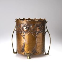 Carl Deffner, Germany, Art Nouveau copper and brass wine cooler Copper Art, Copper And Brass, Antique Copper, Bronze, Belle Epoque, Art Nouveau Design, Arts And Crafts Movement, Craftsman Style, Love Art