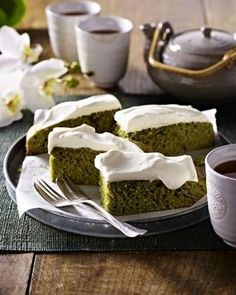 Matcha-Tee-Kuchen Rezept - LECKER.de Matcha Tee, Pie, Pudding, Sweets, Snacks, Form, Dessert Ideas, Currant Recipes, Popular Recipes