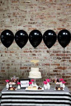 Black balloons at a party? Why not, when they're as pretty as this! The graphic black-and-white party table with pops of pink is absolutely gorgeous. Kate Spade Party, Kate Spade Bridal, Kate Spade Cake, Rosa Desserts, Pink Desserts, Grad Parties, Birthday Parties, Bachelorette Parties, 30th Birthday