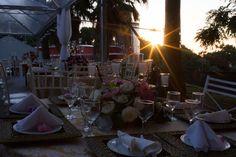 Flores e velas na decoração do casamento