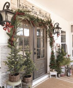 The design world has lengthy had a particular place for Farmhouse Front Porch Signs and with good cause. Farmhouse Christmas Decor, Rustic Christmas, Christmas Home, Farmhouse Door, Farmhouse Homes, Merry Christmas, Farmhouse Outdoor Decor, Primitive Country Christmas, Country Christmas Trees
