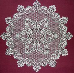 Сколок — Скатерть № 2 , d. 95 см. Bobbin Lace, Layette, Street, Crochet Designs, Lace, Needlepoint, Patterns, Irish Crochet, Placemat
