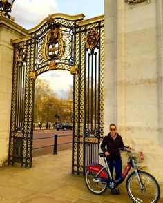 Figured after an awesome workout...a fun cardio session was just the ticket  So we decided on biking around London  staying fit and healthy while on vacation is always a must #havingfun #goneexploring #fitfam #fitlife #fitness #loosingweight #bikingthroughthecity #london #lovingit #lovemyjob #crewlife #jetsetter #buckinghampalace #itworksdistributor  by hallie_inge