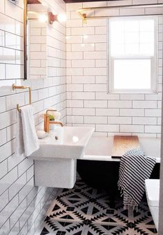 Stylish and Nordic inspired bathroom with beautiful tiles that forms graphic patterns. The nuances are kept in black and white.