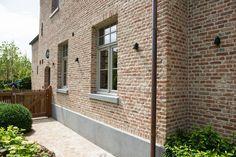 Brick and stucco detail. Love windows too Exterior House Colors, Exterior Paint, Grey Window Frames, Garden Tiles, Saint Sauveur, Dutch House, Belgian Style, Mansions Homes, Stone Houses