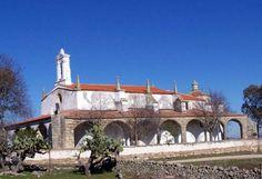 Ermita de la Virgen de Altagracia. Construída en la dehesa de Villoluengo donde la virgen se apareciera a una pastorcilla. Nadie veía a la aparición excepto la niña, sin embargo, cuando excavaron en el lugar, apareció la imagen que hoy ocupa el Altar de esta bonita Ermita.