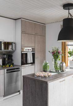 Upea puutalokoti, jossa kaunis keittiö. Tutustu ja ihastu! Kitchen Island, Home Decor, Island Kitchen, Decoration Home, Room Decor, Home Interior Design, Home Decoration, Interior Design