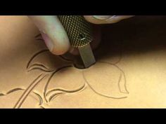Carving Leather by Bruce Cheaney Custom Saddlemaker Part 1 Carving leather with a swivel knife. Leather Carving, Leather Art, Sewing Leather, Custom Leather, Leather Design, Leather Jewelry, Leather Engraving, Handmade Leather, Leather Tooling Patterns
