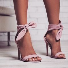 high heels – High Heels Daily Heels, stilettos and women's Shoes Dream Shoes, Crazy Shoes, Me Too Shoes, High Heels Boots, Shoe Boots, Bow Heels, Pink Heels Outfit, Shose Heels, Stiletto Heels