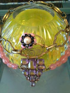 #mazzinidonnalugo #necklace #uniquehandmade #chains #vintageearring #pearls #vintagebroche #doloresesimonettabijoux
