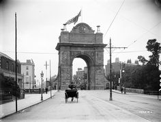 Architect: Frederick Batchelor Triumphal archway for the arrival of King Edward VII and Queen Alexandra into Dublin in For scale, look at the pedestr Dublin Street, Dublin City, Irish Independence, Erin Go Bragh, Georgian Architecture, Grand Canal, Vintage Photographs, Vintage Photos, Dublin Ireland