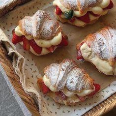 Food Is Fuel, Food N, Food And Drink, Cute Food, Good Food, Yummy Food, Elegant Desserts, Cute Cakes, Aesthetic Food