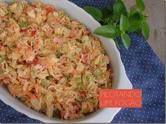 Essa receita é para não desperdiçar as sobras de comida. O arroz de forno nem de longe lembra comida requentada. Experimente!